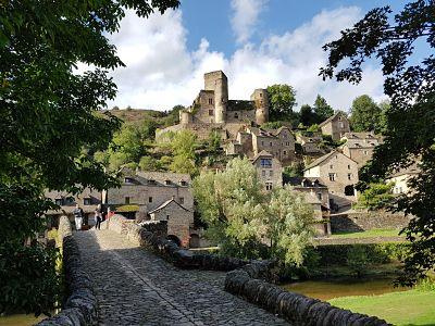 Aveyron con perro, Belcastel